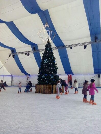 Alguien se anima a patinar sobre hielo #zaragozaguia #zaragoza #regalazaragoza #zaragozapaseando #zaragozaturismo #zaragozadestino #miziudad #zaragozeando #mantisgram #magicaragon #loves_zaragoza #loves_aragon #igerszaragoza #igerszgz #igersaragon #instazgz #instamaños