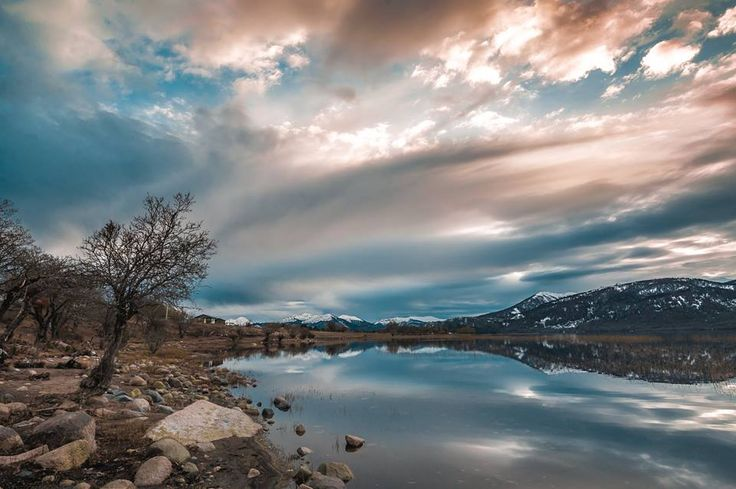 Evening at Galletué Lake. This beautiful lake in the Araucanía Region is the origin of the mighty Biobío River. Following a course of 380 Km, the Biobio River reaches de Pacific Ocean near the City of Concepción. Photo of Manuel Fuentes.