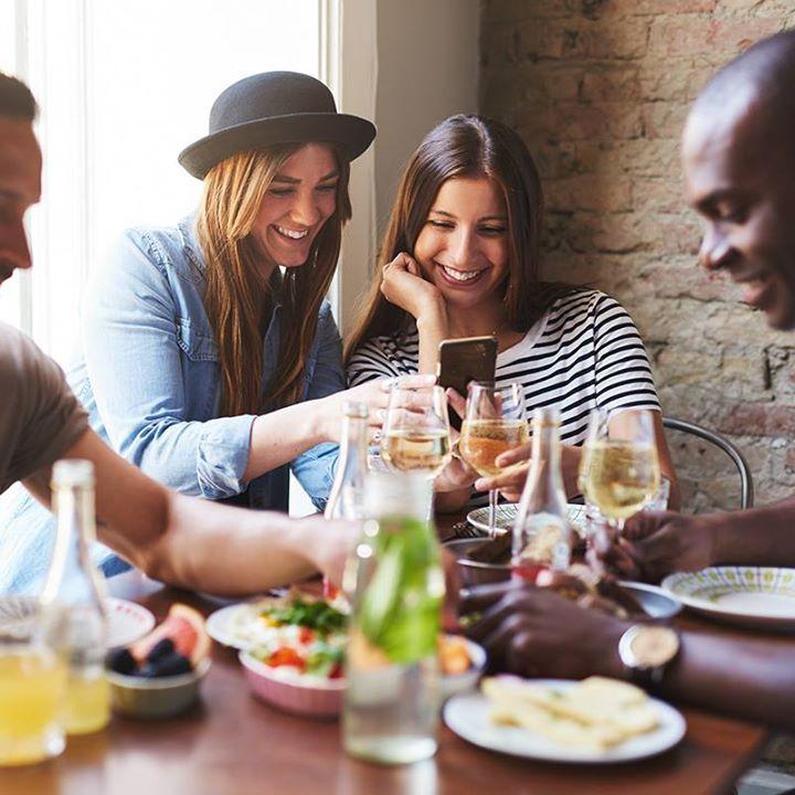 Que tal aproveitar que o feriado está chegando para juntar os amigos naquele merecido almoço? Além de colocar os assuntos em dia, você ainda pode atualizar a foto com a galera! 📆 ❤️ 👨👩👦👦 #StupidPrices