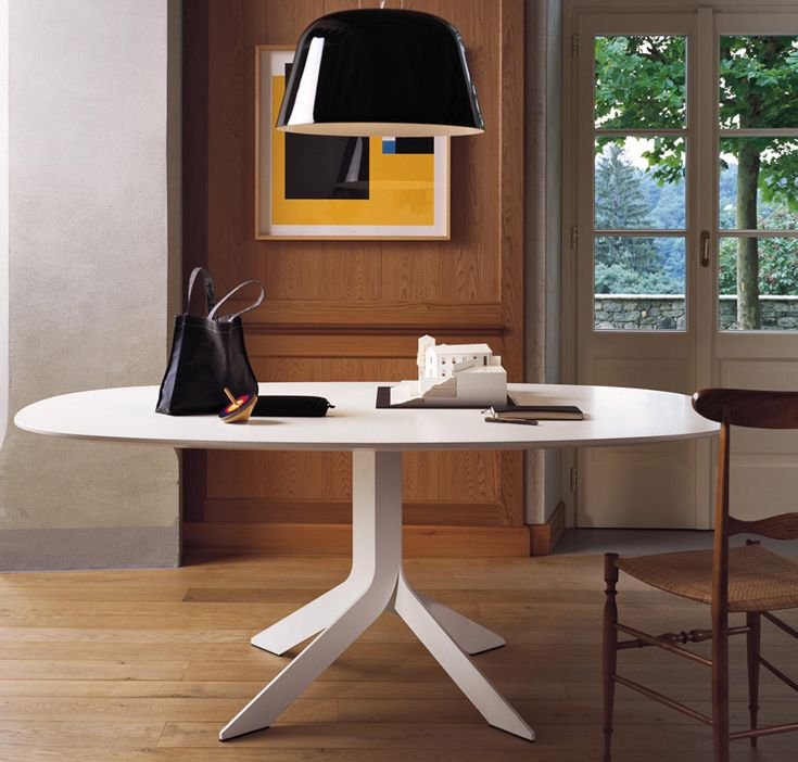 Technology, elegance and dynamism for Iblea table by Desalto design | Available on http://www.malfattistore.it/product/iblea-ovale/ | #malfattistore #interiordesign #shoponline #table #livingroom #office #soggiorno #ufficio #contractdesign
