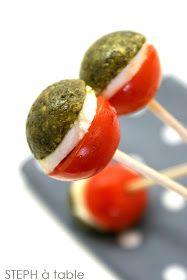 stephatable: Sucettes tomates mozzarella pour un apéritif haut en couleurs!