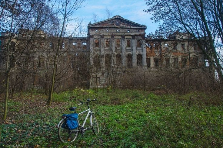 Sławików.Ruiny pałacu.