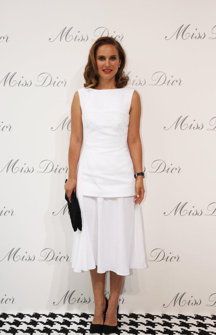 Pin for Later: Es kommt nicht auf die Größe an Midi-Kleider Durch eine tiefersitzende Taille verhinderte Natalie Portman, dass der Saum ihres Rockes die Waden abschneidet.
