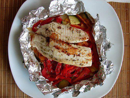 Pescado blanco con verduras asadas