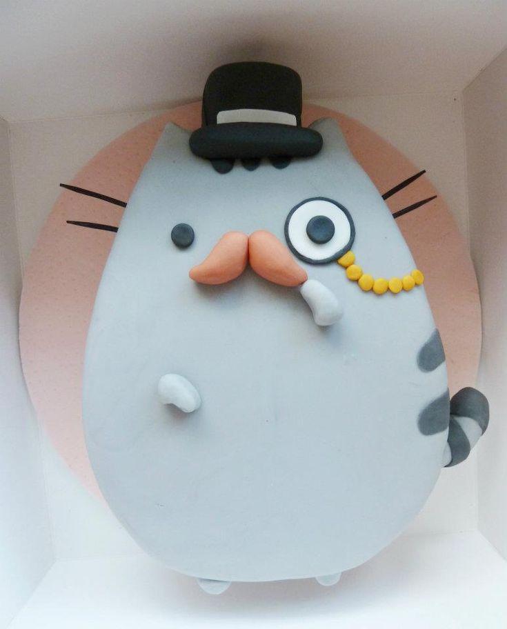 Un pastel en forma o con la decoración de Pusheen ^.^