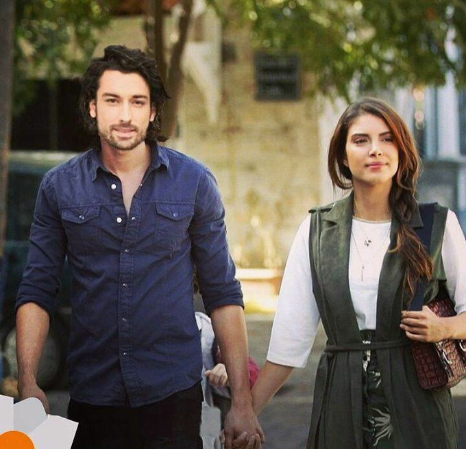 Alp Navruz as Sinan and Deniz Baysal as Hazan in the Turkish TV ...