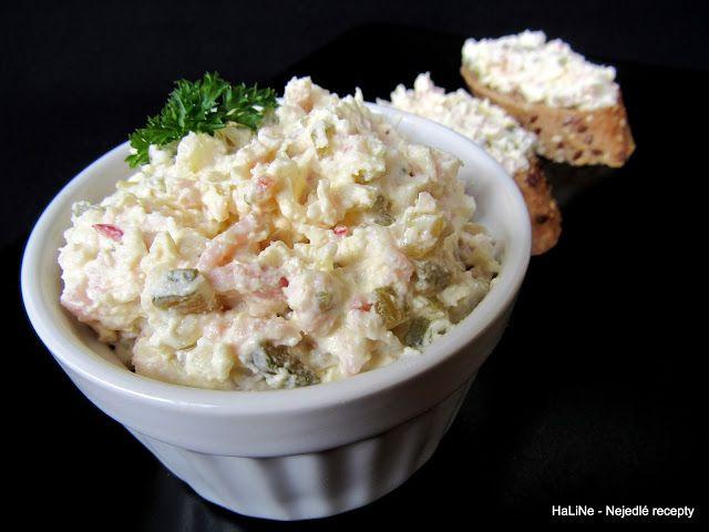 Hradecká tvarohová pomazánka       250 g tvarohu  125 g másla nebo pomazánkového másla  150 g šunky nebo kladenské pečeně nebo šunkového sal...