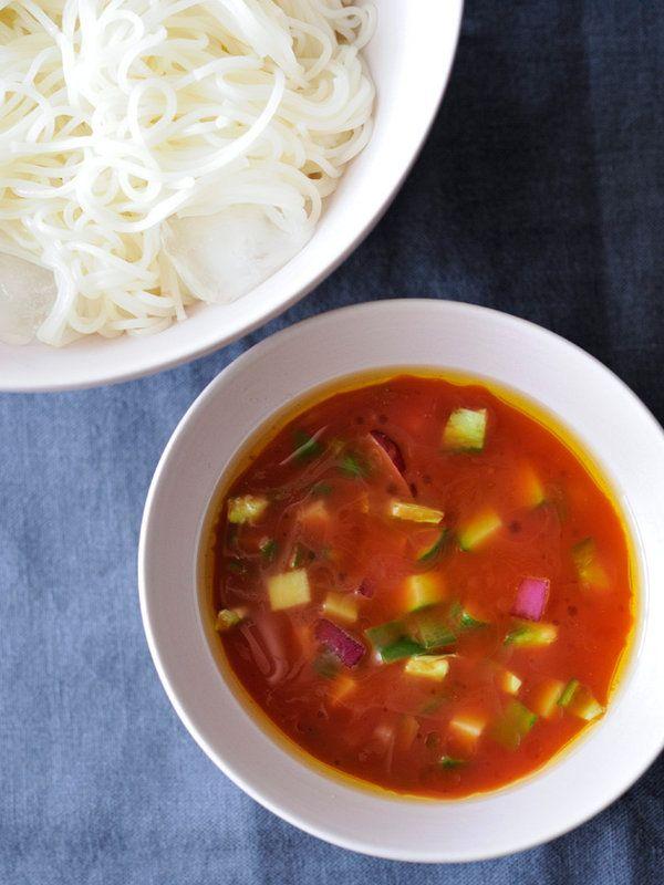 トマトの濃厚な酸味と甘み、野菜のしゃきしゃき感が楽しい、ひんやり冷たいスペインのスープ、ガスパチョ。そんなご当地スープとともに、つけ麺スタイルでいかが? スープを最後の一滴まで飲みほしても、罪悪感な...