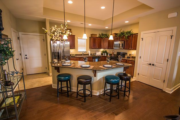 Love the island in this kitchen great for entertaining for Entertaining kitchen designs