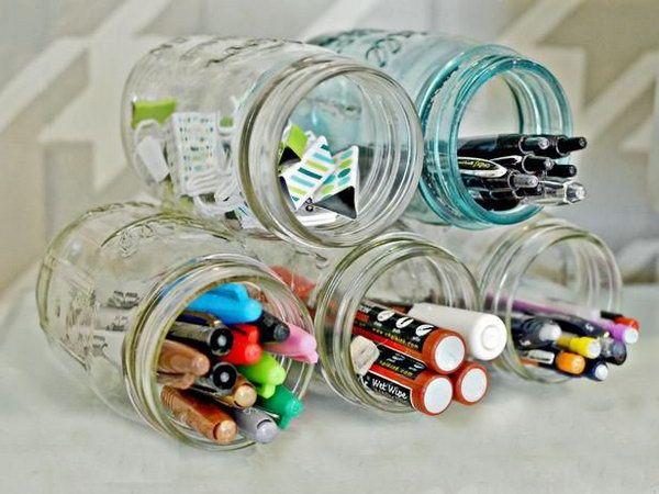 Mason Jar Organisatie.  Creatief georganiseerd kantoor aan huis verbetert je humeur en je productiever.  http://hative.com/creative-home-office-organizing-ideas/