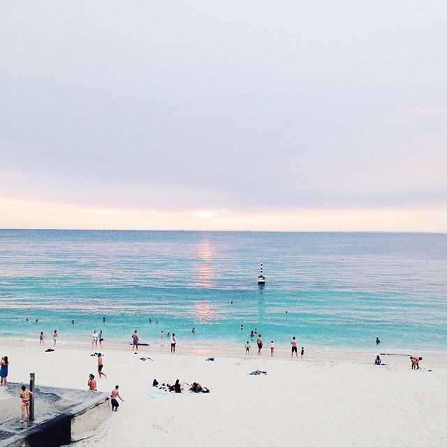 Summer nights in Cottesloe are centered around saltwater ⛵️