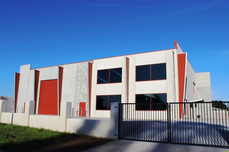Structural steel buildings for commercial manufacturing plants, office showrooms and retail facilities.
