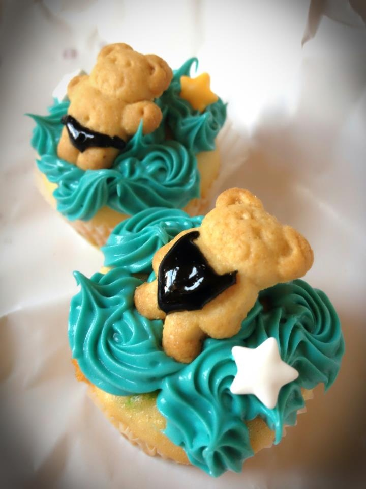 Swim Cupcakes. Adorable. I don't know what board to put this on, so it's going on swim and cupcakes. Haha