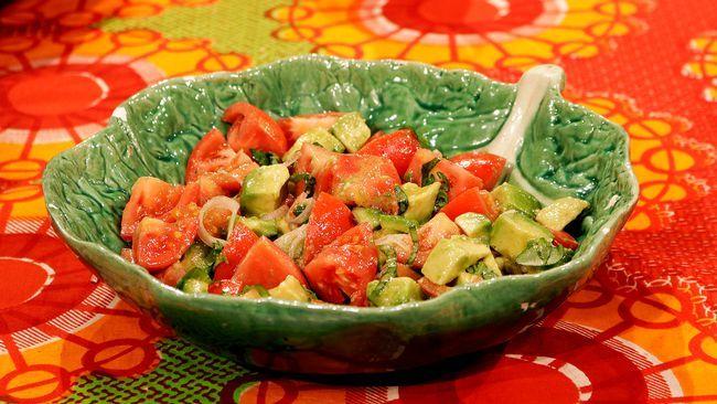 tomat och avokadosallad