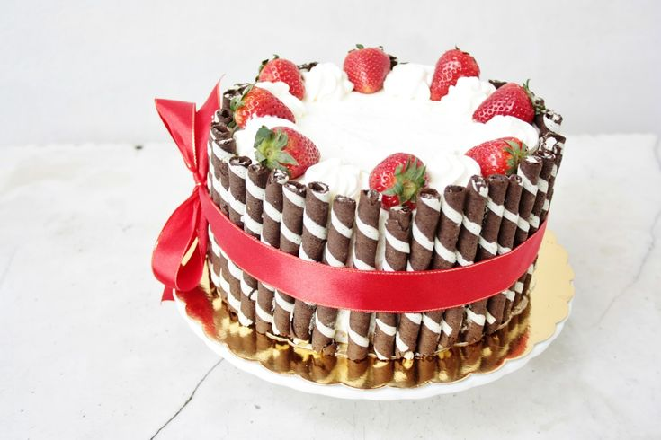 Elegant Birthday Cakes for Women | simple yet elegant strawberry & cream birthday cake recipe
