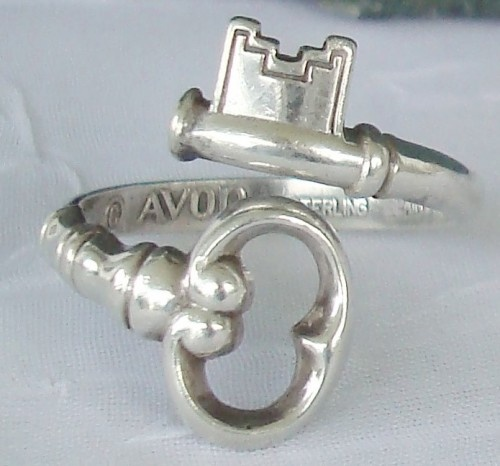 Soo pretty!Vintage Keys, Vintage Avon, Old Keys, Skeleton Keys, Keys Rings, Sterling Silver, Jewelry, Spoons Rings, Skeletons Keys