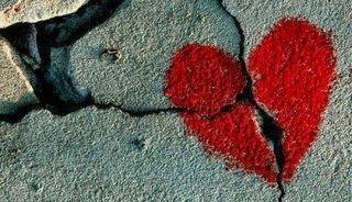 """Il guérit ceux qui ont le coeur brisé et il panse les endroits douloureux de leur personne. coeur-brise Psm 147:"""""""