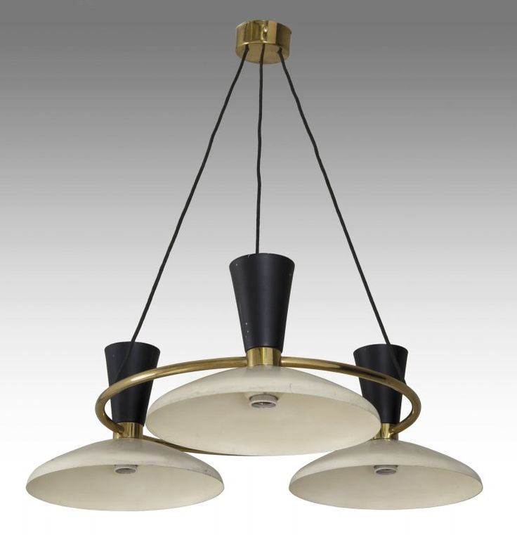 "STILNOVO - Una coppia di lampadari, anni 50. - Ottone..., mis en vente lors de la vente ""Selected : Important Design"" à Aste di Antiquariato Boetto 