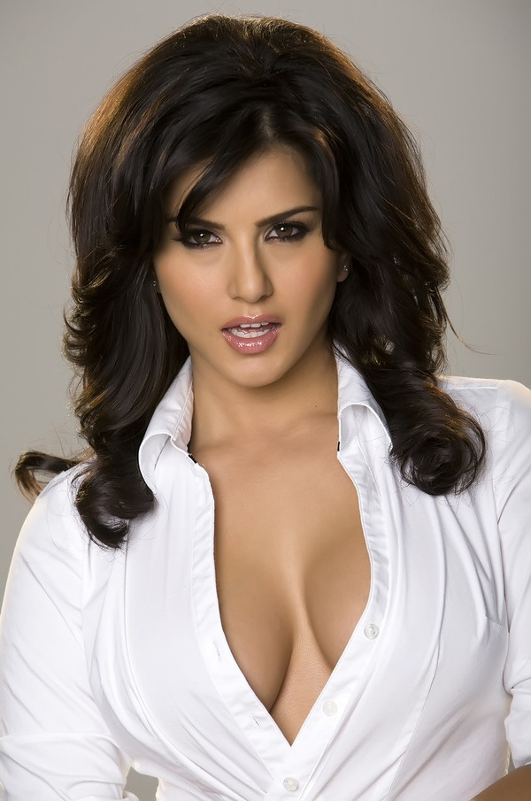 Sunny Leone Hot Wallpaper - indian.photosheaf.com is a place where you can share cute lovely photos of your favourite indian actors/actresses. - indian.photosheaf.com