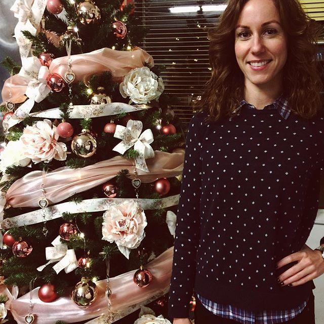 Üzleti találkozó ünnepi hangulatban a Silky virágnagykerben  Meeting with local entrepreneurs #vagyonvillmiskolc #miskolcivallakozok #miskolc #hungary #silkyvirág #karácsony #karácsonyihangulat #entrepreneurlife #christmasiscoming #festive #festivemood