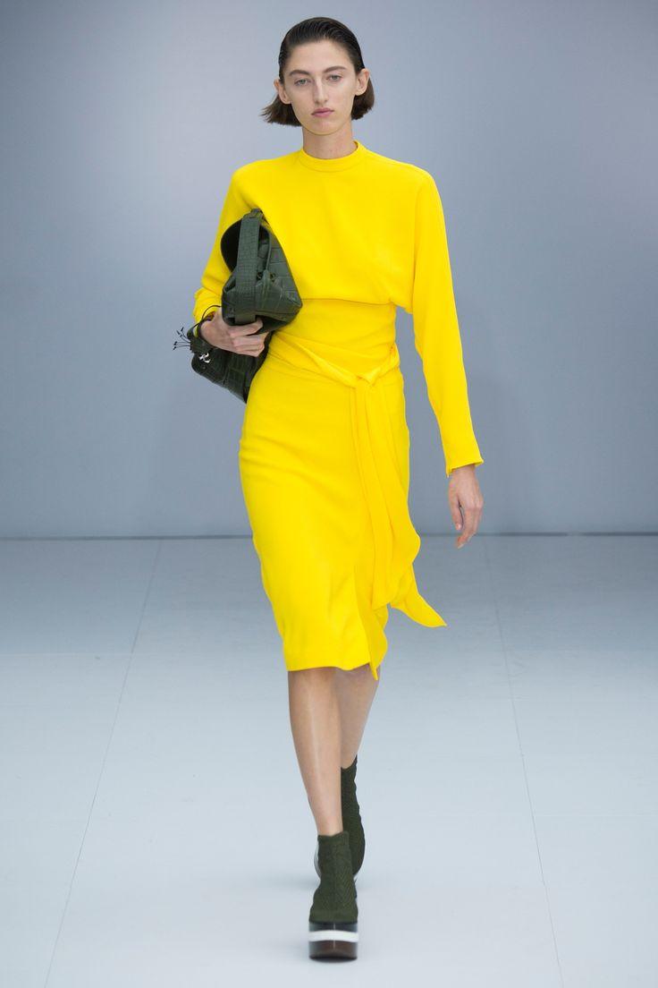 Salvatore Ferragamo Spring 2017 Ready-to-Wear Fashion Show - Margarita Kapustina