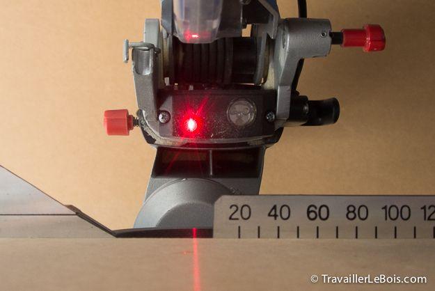 Description (en images) des réglages d'équerrage et d'alignement du guide laser de la scie à onglet radiale Metabo KGS 216 M.