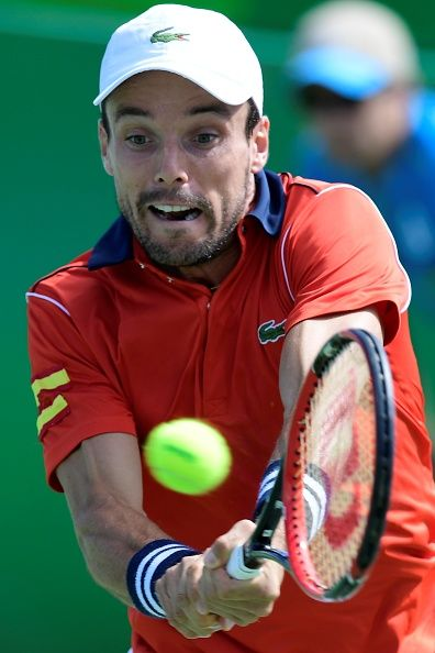 #RIO2016 Spain's Roberto Bautista Agut returns the ball to Luxembourg's Gilles Muller during their men's singles third round tennis match at the Olympic...