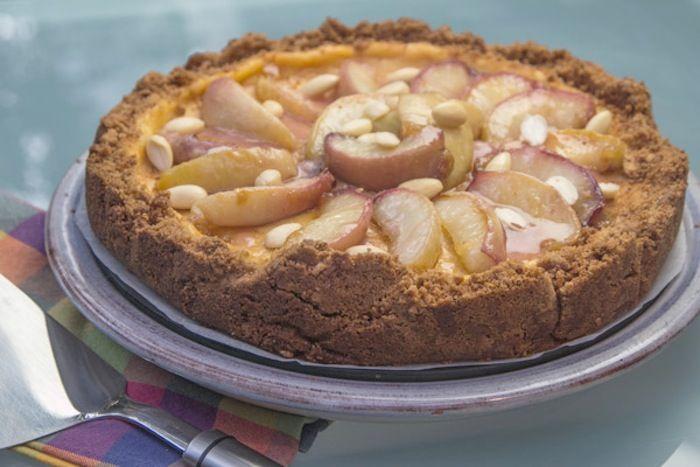 Συνταγή για cheesecake που ψήνεται στο φούρνο με λευκά ροδάκινα και Amaretto για…