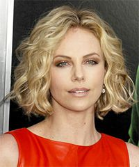 Charlize Theron Hairstyle: Casual Short Wavy Hairstyle: Hair Ideas, Charlize Theron, Hair Styles, Short Wavy Hairstyles, Wavy Bob, Google Search, Shorts, Haircut