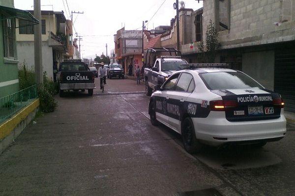 Dos sujetos con un arma de fuego se robaron una camioneta de un domicilio ubicado en la junta auxiliar de Santa Catarina Hueyatzacoalco, en San Martín Texmelucan.  Se registró una intensa movilización de elementos de la Policía Municipal y del Grupo Táctico.