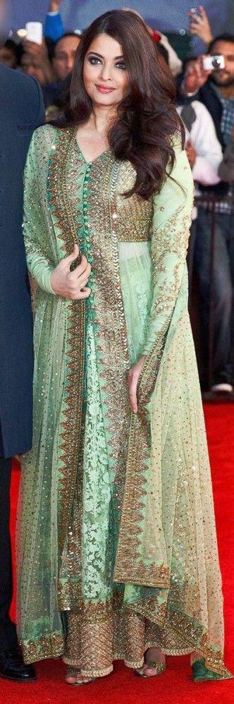 Aishwarya Rai en el mar lehenga verde con lentejuelas de oro y el trabajo zardosi