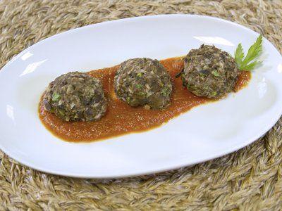 Receta de Albóndigas de Berenjena   Sustituye la carne en y haz la versión saludable de las recetas de toda la vida. Estas albóndigas están llenas de proteína vegetal, son exquisitas y no engordan. ¡Ideales para la dieta!