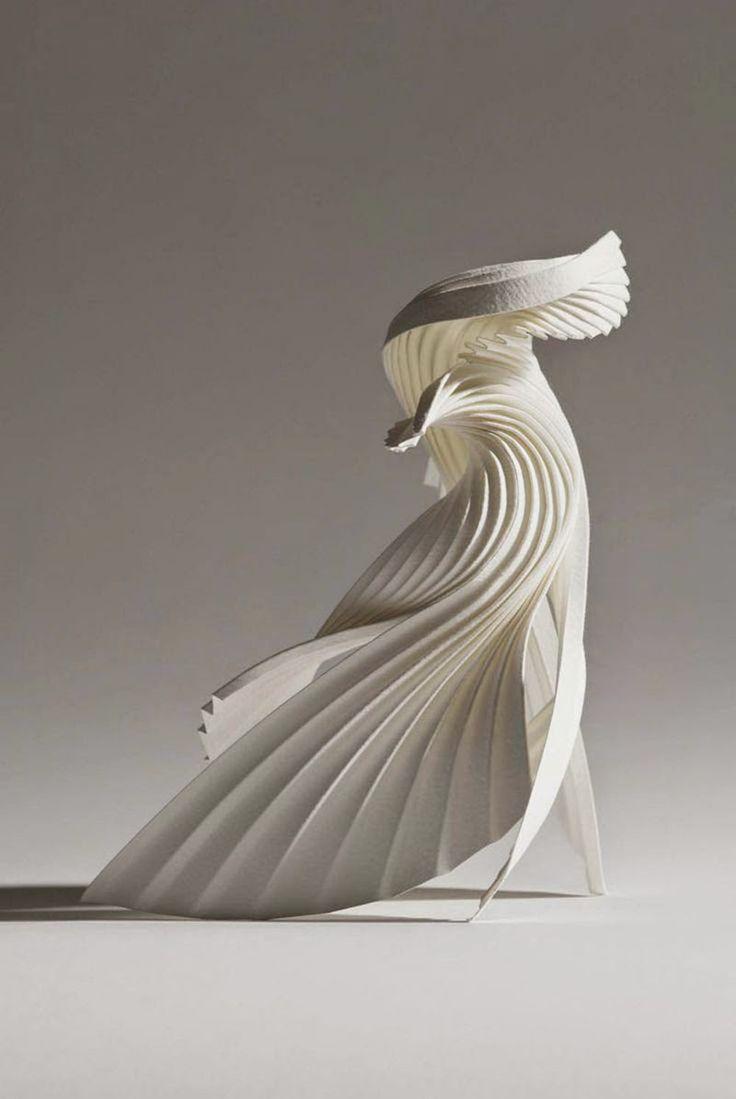 Las hieráticas esculturas de papel de Richard Sweeney en ...