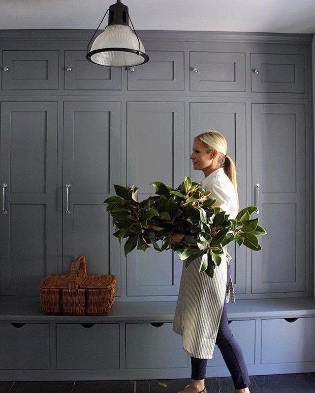 Remember: fresh green Foliage in abundance placed in Large glass vases( and with fresh water every day) can Be As stylish and effective As fresh flowers- sometimes Even more so! Only Look at our IG pal s @marcomeneguzzi recent Posts showing his über- stylish Sydney Apartment to see what we Mean! Image @house214design - a delightful site!! #simplicityistheultimatesophistication #keepitstylish #keepitsimple #inspiration @horschinteriors #freshgreenfoliage #flowestyle…