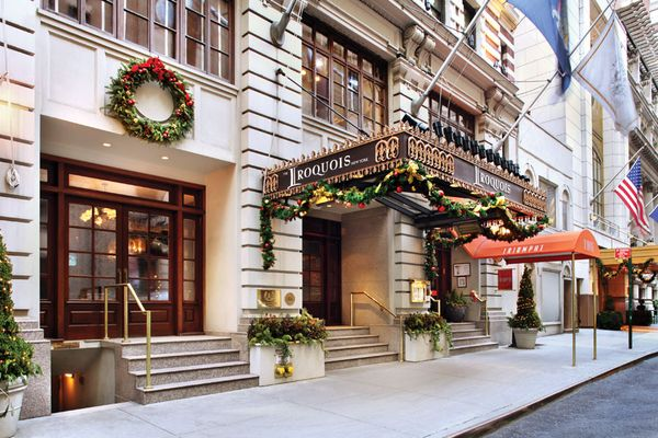 Christmas in nyc stay at the iroquois new york in usa for Boutique hotel usa