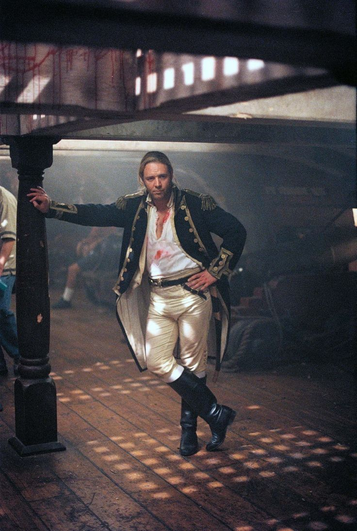 Russell Crowe (perfectly cast) as Captain Jack Aubrey in Master & Commander : The Far Side of the World (2003). Patrick O'Brian's Aubrey-Maturin books are one of my favorite series.