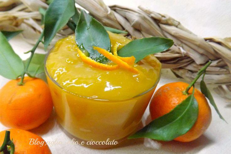 non potevo non fare la Crema al Mandarino senza uova!!E' una crema delicatissima,adatta sia per farcire torte che per farcire biscotti,