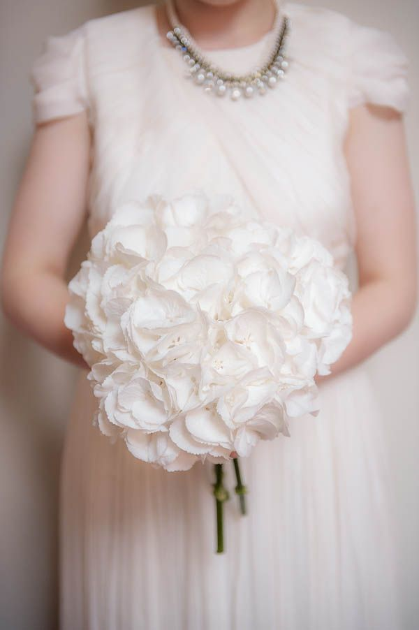 white wedding bouquet chic monochrome Birmingham wedding http://jennifertakesphotos.co.uk/