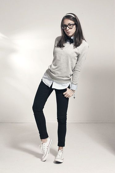 Fall / winter - street style - black skinnies + white shirt + gray sweater + black bow + converse - tomboy