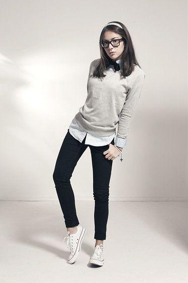 Fall / winter - street style - black skinnies + white shirt + gray sweater + black bow + converse - tomboy