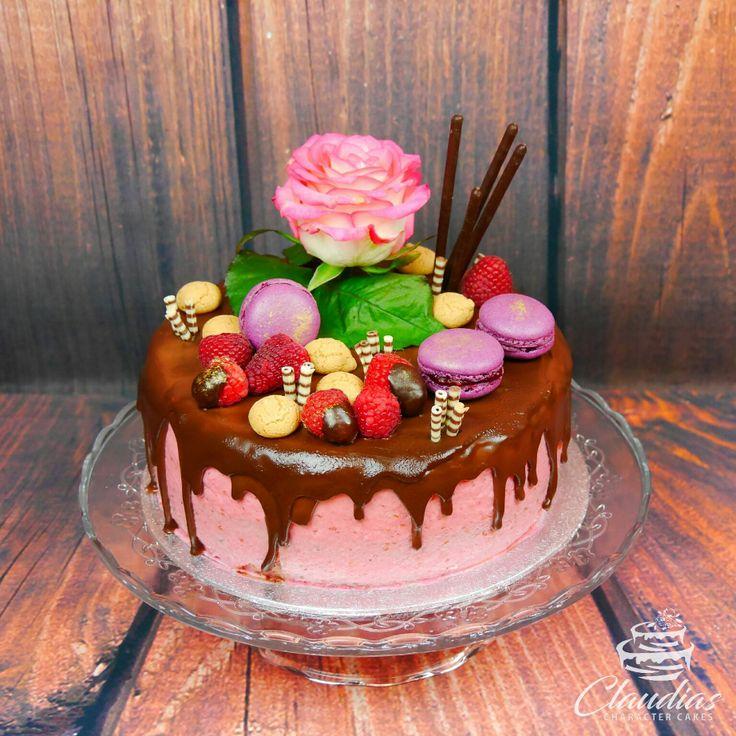 Drip Cake mit Macarons und echter Rose | Drip Cake with macarons and real rose