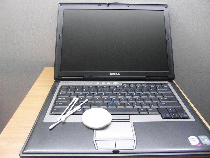 zalany laptop czyszczenie