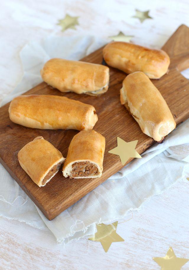 Deze zelfgemaakte worstenbroodjes zijn de ideale snack voor bijvoorbeeld een verjaardag of een feestdag zoals oud en nieuw. Je kunt ze namelijk prima 's middags al maken en afbakken. Of je bakt ze 's