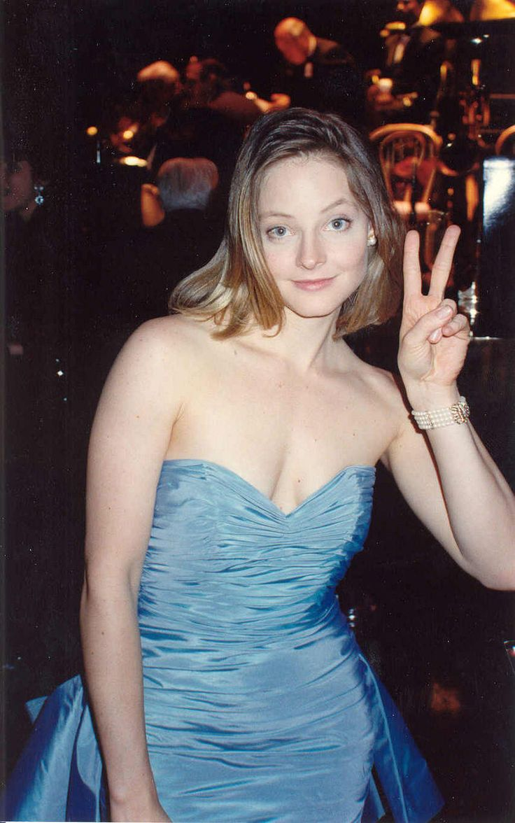 17 best images about jodie helen hunt jodie foster jodie foster at the governor s ball after winning the best actress award for the accused 1988