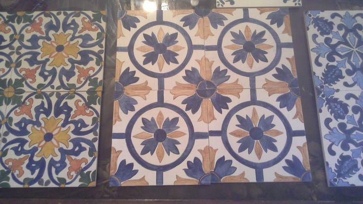 Composición réplica azulejos portugueses en madera. Policromados o bicromado( azul y blanco)