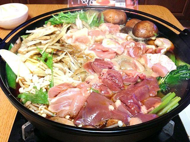 溶き卵でどうぞ - 0件のもぐもぐ - 鶏肉で軍鶏鍋風すき焼き by kazumichi7