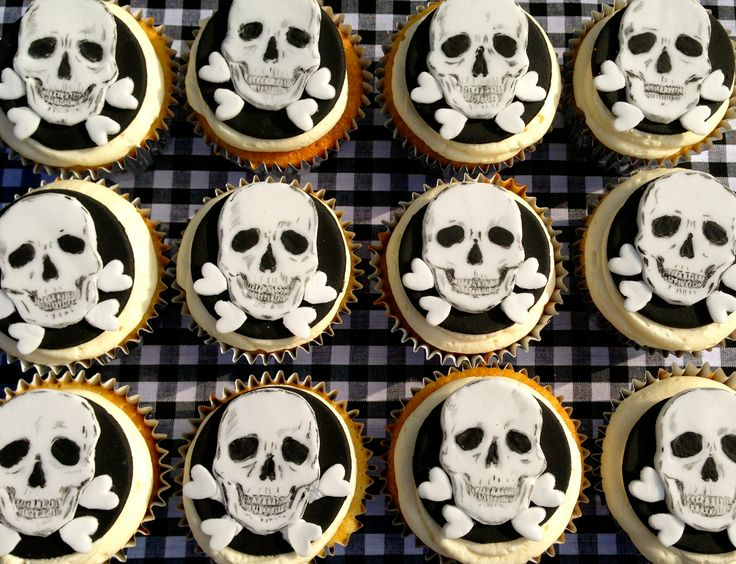 Skull cupcakes. Handmade  hand-painted by Stace