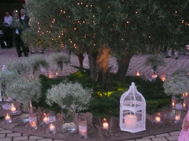 αποψη χωρου με το φως των κεριων,..