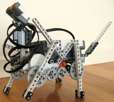 Robot Dog built by Yaya Lu Lego Mindstorms NXT walking robot