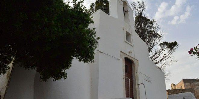 Καθολικές Archives | SyrosmapΙδρύθηκε στους βυζαντινούς χρόνους, τον 10ο ή 11ο αιώνα, και ονομαζόταν «Παναγία Πρωτόθρονος», διότι εδώ είχε αρχικά την έδρα του ο επίσκοπος της Σύρου. Ονομάζεται και Παναγία η Επισκοπιανή